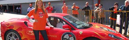 Sofía Zamolo y una Ferrari 430