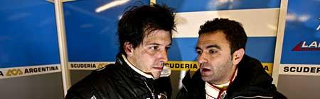 Gastón Mazzacane y Esteban Tuero conversan en el box de la escudería ACA Argentina en Silverstone - Foto: Prensa FIA GT.