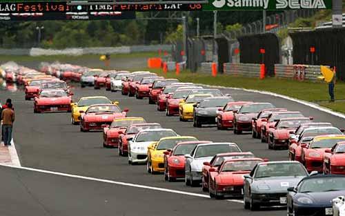 490 Ferrari en Japón marcan un nuevo récord Guiness - Foto: AP