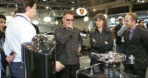 Bono en el stand de Pagani en Top Marques 2008