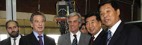 Tabaré Vázquez junto a Franco Macri de SOCMA y empresarios de Chery y enviados del gobierno chino - Foto: presidencia ROU.