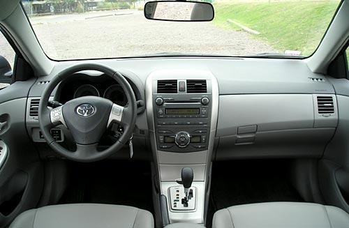 Toyota Corolla Interior - Foto: Cosas de Autos