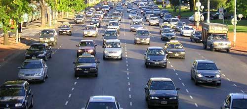 Autos, parque automotor, tráfico - Foto: Cosas de Autos Blog
