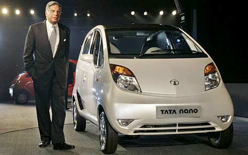 Ratan Tata y el Tata Nano el día de su presentación mundial