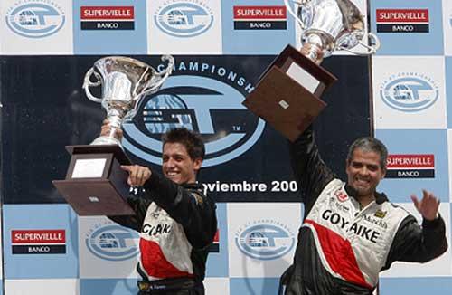 Matías Russo y Luis Pérez Companc celebran su triunfo en San Luis - Foto: FIA GT.
