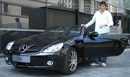 Del Potro retira su Mercedes-Benz SLK 350 en Buenos Aires