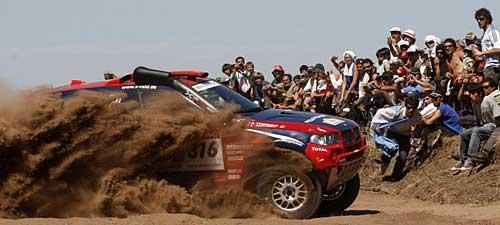 Leonid Novitskiy y su BMW X3 en el Dakar 2009.