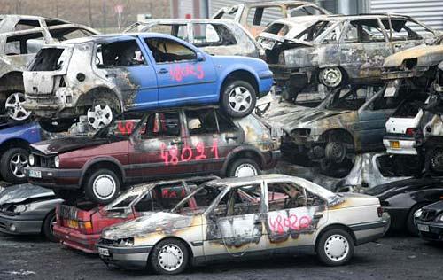 """Francia: queman autos para """"celebrar"""" el Año Nuevo"""