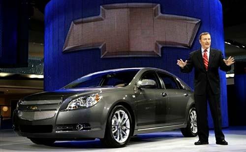 Troy Clark, presidente de GM Norteamérica y el Chevrolet Malibu