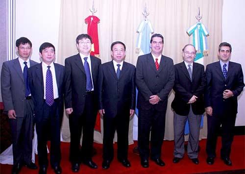 El gobernador Capitanich y la comitiva de empresarios chinos que visitó la provincia de Chaco