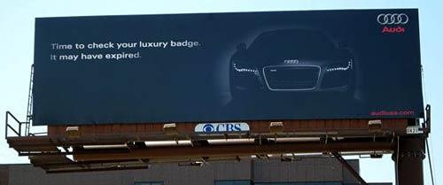 Cartel de Audi en Santa Monica Boulevard, California.