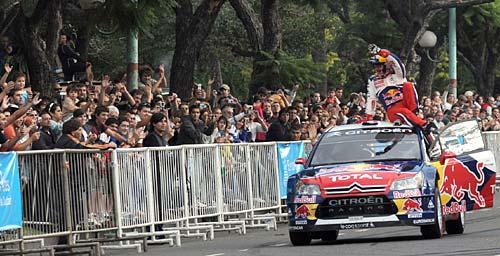 Sébastien Loeb saluda al público en Palermo.