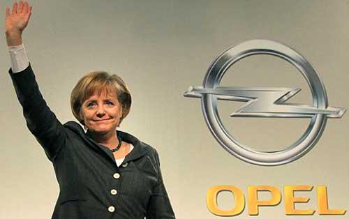 La canciller alemana Angela Merkel y Opel.