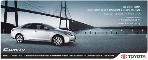 Toyota Camry a precio promocional.