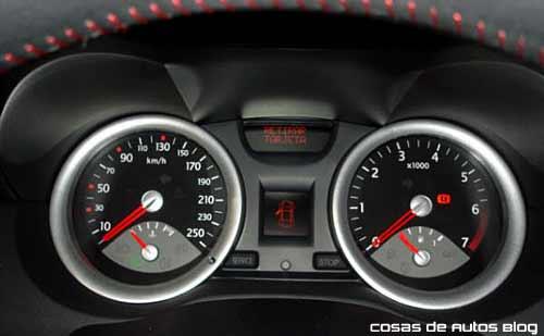 Renault Mégane II Sport 2.0 - Fotos: Cosas de Autos Blog.