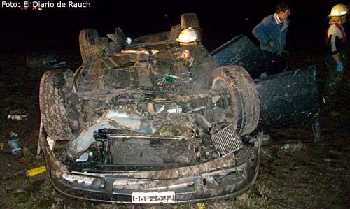 Así quedó el VW Bora que manejaba Mariano Pernía. Foto: gentileza El Diario de Rauch para Cosas de Autos Blog.