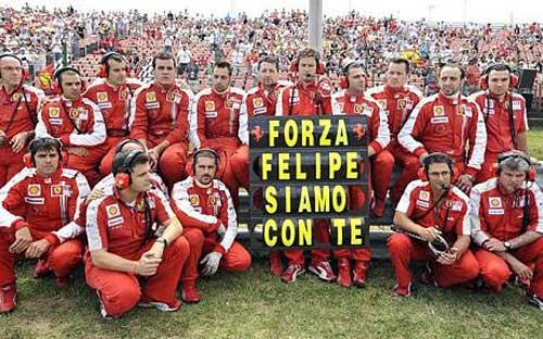 Los mecánicos de Ferrari le expresaron su apoyo a Felipe Massa en el GP de Hungría.