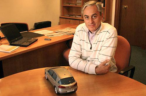 Gustavo Fosco en su oficina de Renault Argentina. Foto: Autohistoria.