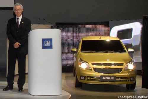 Jaime Ardila junto al Chevrolet Ágile. Foto: Interpress Motor.