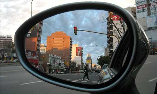 Semáforo rojo - Foto: Cosas de Autos Blog.