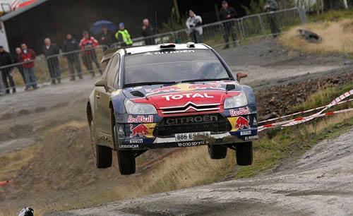 Sébastien Loeb vuela en el Rally de Gales