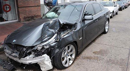 BMW del ex jugador Fernando Cáceres, asaltado y baleado.