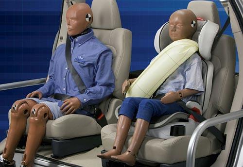 El cinturón de seguridad con airbag desarrollado por Ford