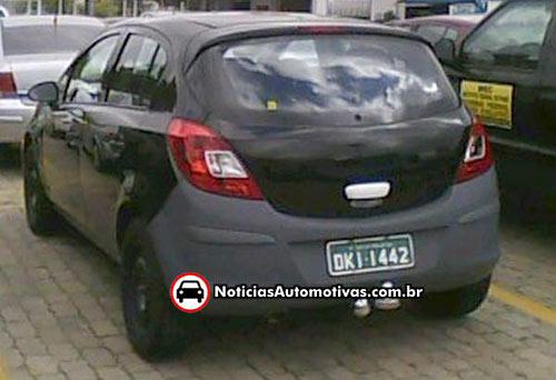 Opel Corsa alemán fotografiado con chapa brasilera - Foto: Noticias Automotivas