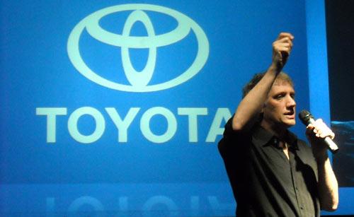 Alberti en el lanzamiento del Toyota Prius