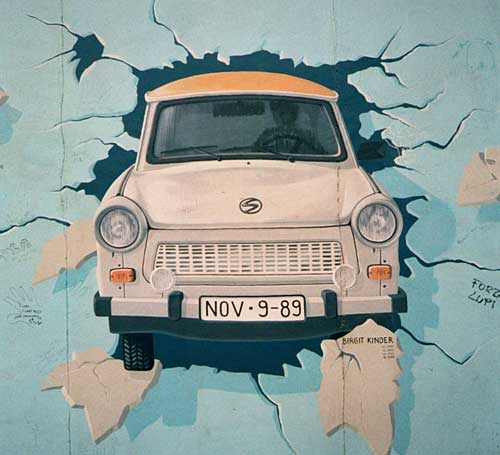 Un Trabant en el muro de Berlín