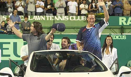 Nalbandian y sus amigos a bordo del Peugeot 308 CC