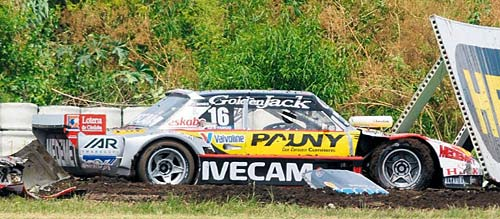 Así quedó el auto de López tras el despiste - Foto: La Nación