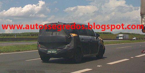 Imagen del Citroen C3 Picasso camuflado - Foto: Autosegredos