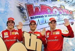 Alonso junto a Massa y Fischella, piloto suplente. - Foto: Reuters