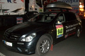 La Mercedes Clase R en el Dakar Argentina-Chile 2010 - Foto: Inforace para Cosas de Autos.