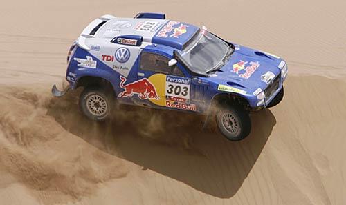 Carlos Sainz aún no ganó etapas pero lidera el Dakar 2010 - Foto: Prensa Dakar.