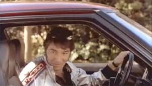 """Sandro al volante de un Mazda RX-7 en """"Subí que te llevo"""""""