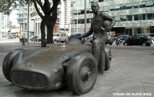 Monumento a Juan Manuel Fangio en Puerto Madero, Buenos Aires. Foto: Cosas de Autos: