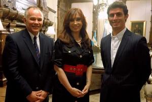 Pechito López junto a la presidenta Cristina Fernández y Peter Windsor, director del USF1