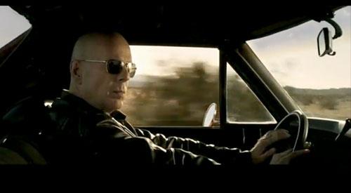 Bruce Willis al volante de un Chevrolet El Camino en Stylo, el último videoclip de Gorillaz