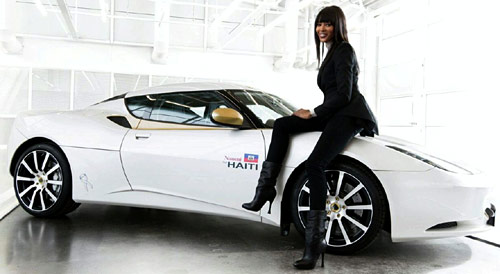 Lotus y Naomi Campbell se unieron y consiguieron fondos para las víctimas de Haití