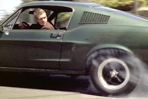 Steve McQueen al volante de su Mustang en Bullit