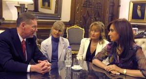Alan Mulally junto a Cristina Fernández en Casa Rosada.
