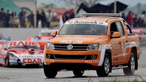 La pick-up Volkswagen Amarok debutó como pace car del TC en Rafaela. Foto: Jorge Marchesin para Cosas de Autos.