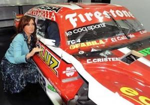 Cristina Fernández junto al TC de Ortelli en la inauguración del JP Racing