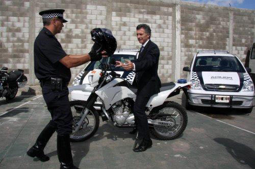 Macri en un acto de entrega de motos a la policía metropolitana.