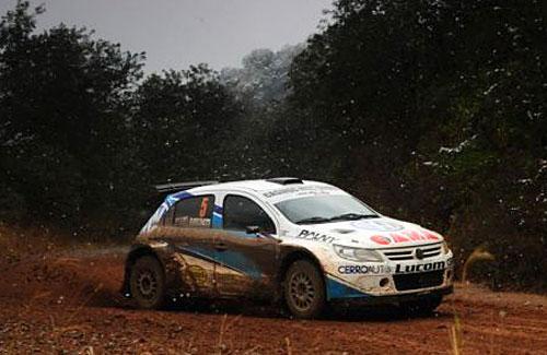 El Volkswagen Gol Trend de Maxi Rally de Claudio Menzi en su debut, en Tucumán.