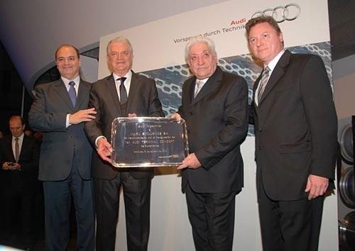 Julio De Marco de VW Argentina y Conrado Wittstatt de Audi Argentina junto a Aldo Fraresso y Héctor Ravenna, presidente y vice de Mundo Maipú.