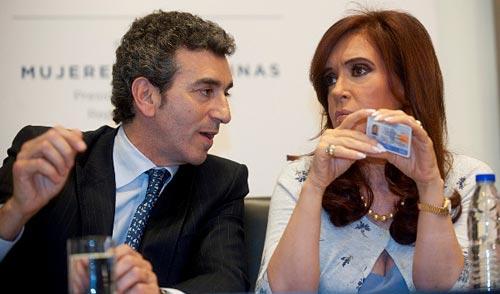 Cristina Fernández presentó la Licencia Nacional de Conducir