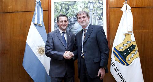 Daniel Giacomino, intendente de la Ciudad de Córdoba y Dominique Maciet, presidente de Renault Argentina